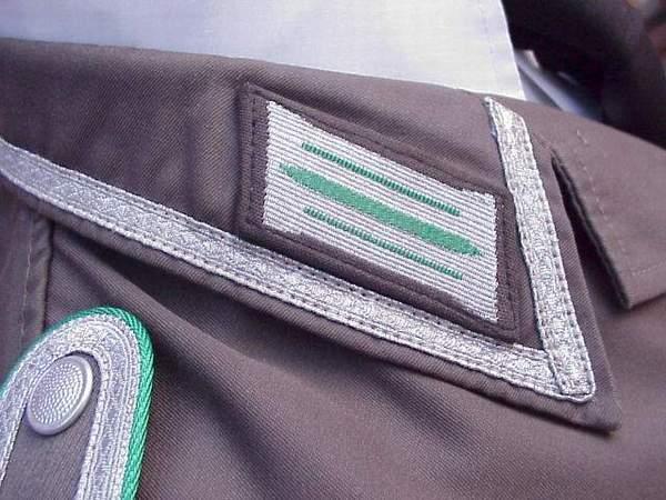 DDR Grenz Summer tunic collar tab.JPG