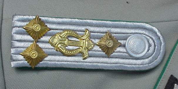 DDR Grenz music Haupt shoulder boards.JPG