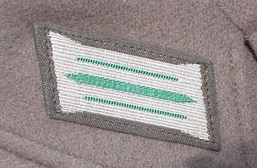 DDR Grenz short tunic collar tab.JPG