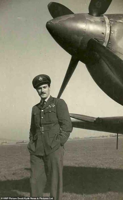 RAF Ace Wg Cmdr Paul Farnes.jpg