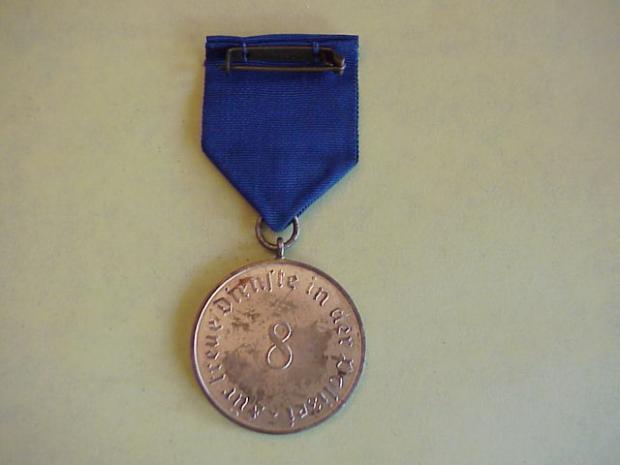 Pol 8 year medal back.JPG