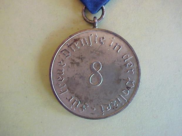 Pol 8 year medal back close.JPG
